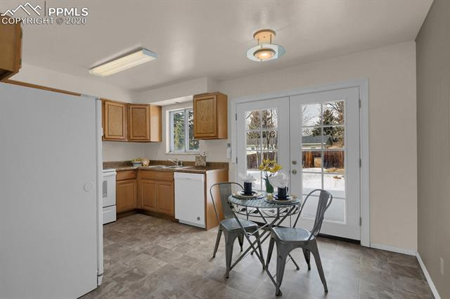 MLS# 9217502 - 11 - 414 Redwood Drive, Colorado Springs, CO 80907