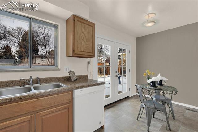 MLS# 9217502 - 15 - 414 Redwood Drive, Colorado Springs, CO 80907