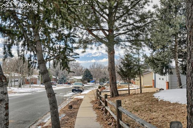 MLS# 9217502 - 39 - 414 Redwood Drive, Colorado Springs, CO 80907