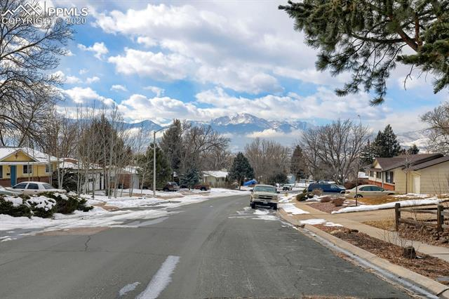 MLS# 9217502 - 40 - 414 Redwood Drive, Colorado Springs, CO 80907