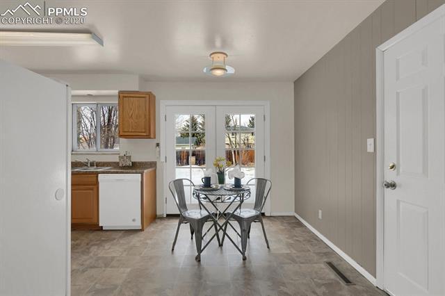 MLS# 9217502 - 10 - 414 Redwood Drive, Colorado Springs, CO 80907