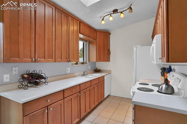 MLS# 3067940 - 8 - 3580 Cragwood Place, Colorado Springs, CO 80907